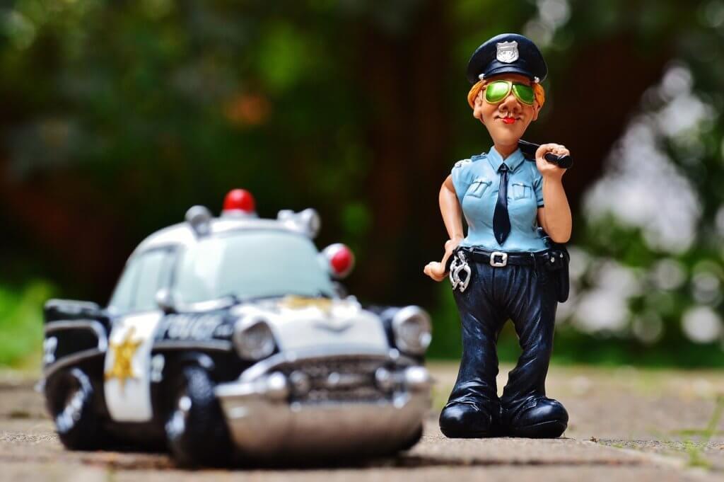 להיעצר על ידי שוטר במהלך הנסיעה