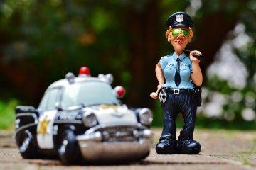 להיעצר על ידי שוטר במהלך הנסיעה – מה עושים כששוטר מסמן לכם לעצור במהלך הנהיגה?