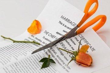 איך למנוע פשיטת רגל במהלך גירושין?